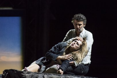 MANON LESCAUT_PRODUCTION IMAGE_KRISTINE OPOLAIS AS MANON LESCAUT AND JONAS KAUFMANN AS CHEVALIER DES GRIEUX © 2014 ROH. Photograph by Bill